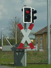 Andreaskreuz  - Warnsignal, Verkehr, Sicherheit, Bahn, Bahnanlage, Kreuz, anhalten, stopp, warten, Schranke, rotes Licht, Ampel, Halt, Andreaskreuz