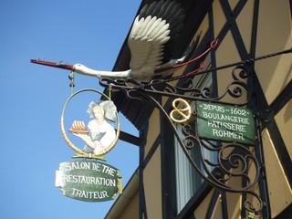 Schild in Frankreich - Elsass, Frankreich, Schild, Storch, Tracht