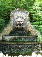 Brunnen im Park des Schlosses von Sceaux - Brunnen, Schloss, Sceaux, Frankreich, Park, Schlosspark, Muscheln, Schneckenhäuser, Wasser