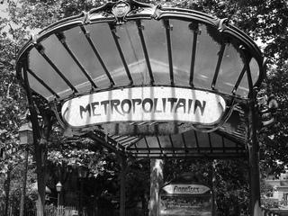 Metro-Station in Paris - Metro, Metropolitain, Paris, Eingang, Frankreich, U-Bahn, schwarz-weiß