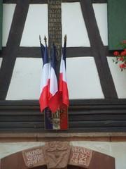 Rathaus mit Fahnen - Seebach, Rathaus, mairie, Alsace, Frankreich, Tricolore, Fahne, Fachwerk