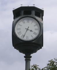 Bahnhofsuhr - Bahnhofsuhr, Uhr, Bahnhofsgelände, Minutensprunguhr, Zeiger, Ziffern, römisch, rund, Kreis, Zeit, Uhrzeit, Mathematik