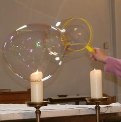 Seifenblasen - Seifenblasen, Reflexion, Kerze, Kerzen, Gottesdienst, Farben, Spiegelung, schillern