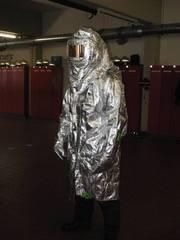 Feuerwehrausrüstung - Feuerwehr, Hitzeschutz, Ausrüstung, Brandschutz, Feuer, Wärme, Wärmestrahlung, Wärmeleitung, reflektieren, glänzen, Physik