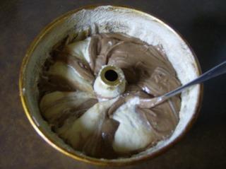 Nougatkuchen #5 - Kuchen, backen, Zutaten, Mehl, Eier, Zucker, Butter, Backpulver, Schüssel, Teig, Masse, Backform, Gugelhupf, marmorieren Gugelhupf