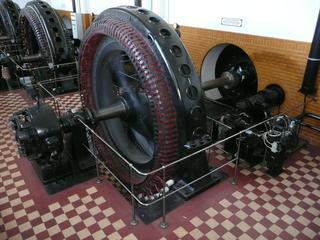 Generator - Generator, Wasserwerk, Physik, Stromgewinnung, Spulen, Magnetfeld, Induktion, Elektrizität, Stromversorgung, Elektromagnetismus