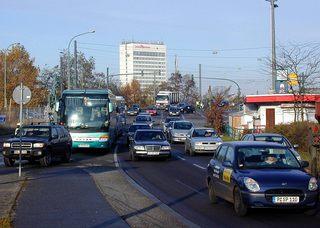 Dichter Straßenverkehr - Verkehr, Potsdam, Straße, Auto, Bus, Geschäftsverkehr, mehrspurig