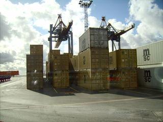Container - Container, Hafen, Transportwesen, Bremerhaven, Bremen, Schifffahrt, Umschlagplatz, Ladung, beladen, Transport, Handel, transportieren, Frachtschiff, Quader, Volumen, Rauminhalt