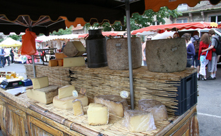 Käsestand in Frankreich - Markt, Frankreich, Käse, Tomme, Marktstand, Verkauf