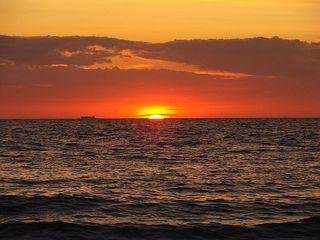 Es wird Nacht an der Ostsee - Sonne, Sonnenuntergang, Küste, Meer, Ostsee, Wasser, Wellen, Abend, Nacht, Meditation, Erzählanlass, Kalenderbild, Abendrot, Kitsch, Horizont, Schreibanlass