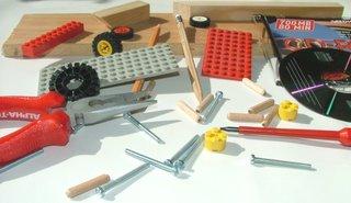 Materialsammlung zum Basteln - Physik, Projekt, Materialsammlung, Sammlung, Kuddelmuddel, Bastelanleitung, basteln, Werkzeug, Unordnung, Lego, Holz, Bauanleitung, bauen