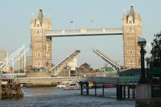 London Tower Bridge - London, England, Tower Bridge, Brücke, Fluss, Themse, Straßenbrücke, klappen, Neugotik