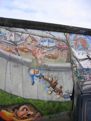 Flucht über die Mauer - Mauerbilder, Eastside-Gallery, Berlin, Mauer, Graffiti