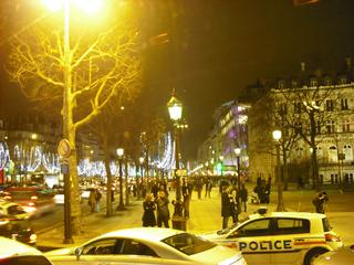Champs Elysées in weihnachtlichem Glanz - Weihnachten, Paris, Lichter, Lichterketten, Champs Elysées