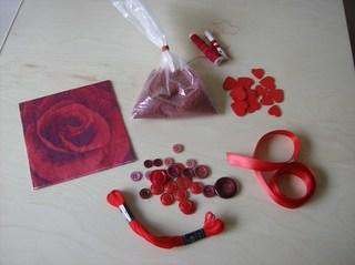 Tasche aus einer Klarsichtfolie #2 - Streuteile, Serviette, Herzen, Band, Satinband, Knöpfe, Nähfaden, Dekosand