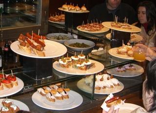 Tapas en un bar - tapas, Spanien, Barcelona, Madrid, Essen, costumbres, comida