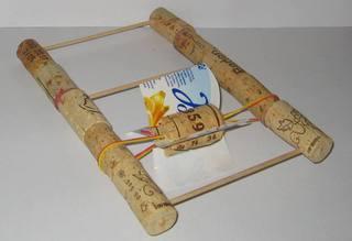 Gummimotor - Boot, Gummimotor, Wasser, Experiment, Antrieb, bauen, werken, basteln, Korken, Alltagsmaterial, Bewegung, Technik, Energie, speichern, Mechanik, aufziehen, Gummiband