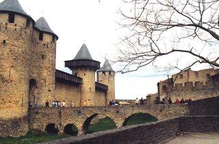 Carcassonne - Eingang zum Stadtzentrum - Carcassonne, Stadtmauer, Mittelalter, Brücke, Bogenbrücke, Wehrgraben