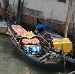 Venezianische Gondel - Venezianische Gondel, Venedig, Tourismus, Wasserstraße, Kanal, Gondel, Bootstyp, schmal, Boot, Wasser