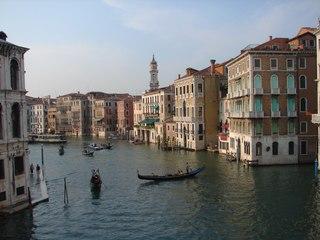 Blick auf den Canal Grande - Gondoliere, Venedig, Tourismus, Wasserstraße, Kanal, Gondel, asymmetrisch, venezianischer Bootstyp, schmal, Boot, Wasser, Canal Grande, Venedig, Italien