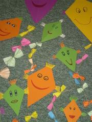 Herbstliche Drachenbande - Herbst, Drachen, basteln, autumn, fall, kites, handycrafts, Spiel, Sport, Wind, Auftrieb, Deltoid