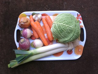 Gemüse - Gemüse, Karotten, Möhren, Zwiebeln, Lauch, Knoblauch, Wirsing, Navette, Mairübe