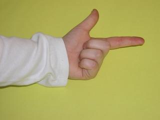 Hand zählt bis zwei - zwei, zählen, Finger, Hand, Zahl, Daumen, Zeigefinger