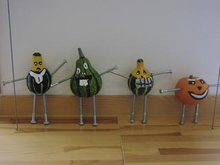 Kürbismännchen - Kürbis, basteln, Kürbismännchen, Arme, Beine, Schrauben, Kürbismonster, Halloween