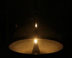 Kerzenlicht - Kerze, Licht, Nacht, Flamme, hell, Feuer, Meditation, Kerzen, Spiegelung, Schreibanlass