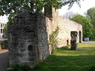Stadtmauer - Stadtmauer, Stadt, Befestigung, Ruine, Stadttor, Mittelalter, Steine, Mauer, alt, historisch, dick, mächtig, hoch