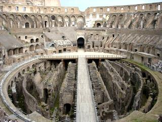 Rom - Kolosseum  - Italien, Rom, Sehenswürdigkeiten, Wahrzeichen, Römer, Geschichte, Gladiatoren, Amphitheater, Theater, Rundtheater, Ruine, Kolosseum, Colosseum, Geografie, Antike, Innenraum, Innenansicht