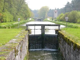 Brückkanal - Brückkanal, Alter Kanal, Wasser, Schleuse, Schleusenkammer, Höhenunterschied, Schiffahrtsweg, Fluchtpunkt, Physik