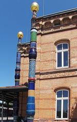 Hundertwasser-Bahnhof Uelzen #4 - Bahnhof, Kunst, Künstler, Friedensreich, Hundertwasser, Architektur, Säule, Säulen, bunt, gold