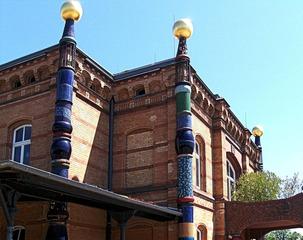 Hundertwasser-Bahnhof Uelzen #6 - Bahnhof, Kunst, Künstler, Friedensreich, Hundertwasser, Architektur, Säule, Säulen, bunt, Gebäude, Ecke