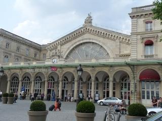 Gare de l'Est - Paris - Paris, Frankreich, Bahnhof, Gebäude, Frontgiebel, Kreisbogen, halbkreisförmig, Säule