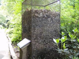 Laubsäule #1 - Laubsäule, Laub, Blattorgane, Laubbäume, Laubfall, Herbst, Mikroorganismen, Kleinlebewesen, zersetzen, Humus, Kompost, Abfall, Biomüll