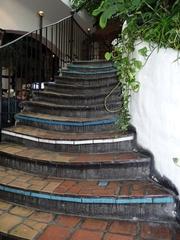 Hundertwassertreppe - Kunst, Künstler, Friedensreich, Hundertwasser, Architektur, Treppe, Pflaster, Muster, Geländer, Pflanzen, Wien, Österreich