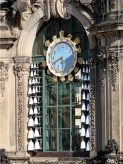 Zwinger Dresden # 4 - Zwinger, Dresden, Barock, Sandstein, Kunstsammlung, Glockenspielpavillon, Pavillon, Denkmal, Kunst, Glocken, Glockenspiel, Uhr, Uhrzeit, Porzellan, Meißener Porzellan, Melodie