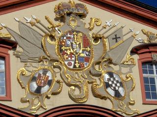 Wappen - Wappen, Heraldik, Adel, König, Schmuck, Krone, Schwert, Tücher, Löwe, Schlüssel, schwarz, weiß, gold, bunt, Tradition, Geschichte, Symmetrie, alt, Symbol