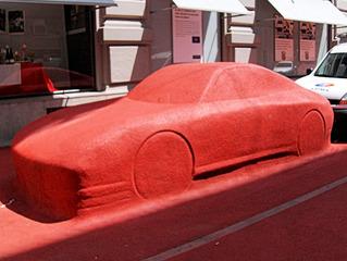 Auto ??? - Auto, rot, Belag, Kunst, Verkleidung, lustig, Kunstwerk, Skulptur, verfremden, originell