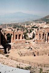 Antikes Theater Taormina mit Aetna - Theater, antik, Antike, römisch, griechisch, Schauspiel, Gladiatoren, Kampf, Aetna, Vulkan, Architektur, Säulen, Arena