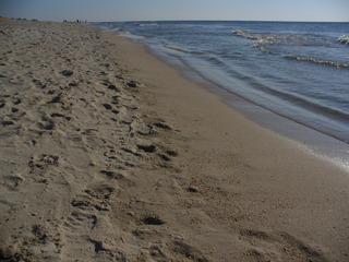 Spuren im Sand - Sand, Fußspuren, Sonne, Weite, Meer, Himmel, Wasser, Träumen, Schreibanlass