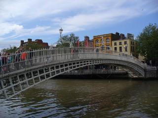 Ha´Penny Bridge - Irland, Dublin, Half Penny Bridge, Fluss Liffey, Brückenzoll, Ha'penny Bridge, Fußgängerbrücke