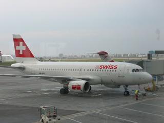 Flugzeug  - Flugzeug, Linienmaschine, fliegen, verreisen, Urlaub, Flughafen, Schweiz, Auftrieb