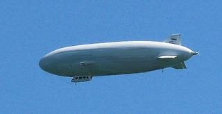 Zeppelin - Zeppelin, Friedrichshafen, Fahrzeuge, fahren, fliegen, Flugzeug, Bodensee, Luftschiff, Starrluftschiff, Wasserstoff, Helium, Auftrieb, Dichte, Physik