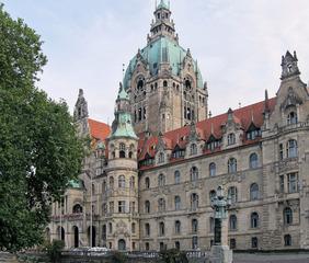 Neues Rathaus Hannover - Rathaus, Gebäude, Haus, Bauwerk, Prachtbau, Kuppel, Dach, Kupfer, Patina, Stil, wilhelminisch, Schloss, Portikus, Turm, Fenster, Bogen, Bögen