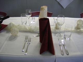 Tischdeko #1 - Tischdeko, Essplatz, Serviette, Weinglas, Wasserglas, Besteck, Messer, Gabel, Organza, Kerze, Sisalkugel