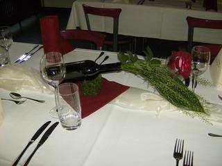 Tischdeko #2 - Tischdeko, Serviette, Weinglas, Wasserglas, Besteck, Messer, Gabel, Organza, Weinflasche, Rose