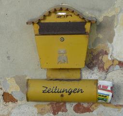 alter Briefkasten - Post, Briefkasten, Postzustellung, Hausbriefkasten, Privatbriefkasten, Postsendungen, Zeitungsrohr, Zustellung