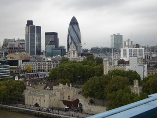 Blick von der Tower Bridge auf London - Tower Bridge, Tower, Guerkin, London, Ausblick
